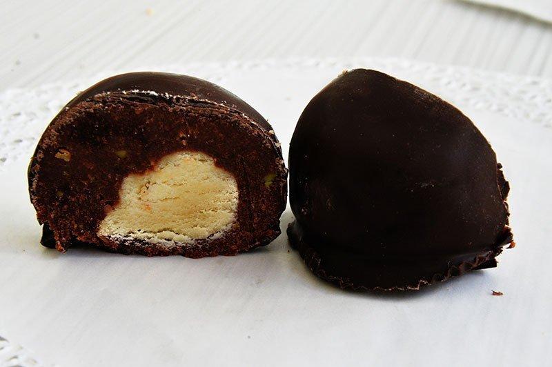 Τρουφάκια Αμυγδάλου από τα ζαχαροπλαστεία La Parfaite.