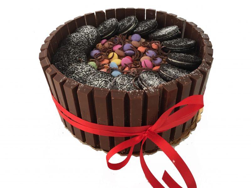 Kit Kat cake από τα ζαχαροπλαστεία La Parfaite